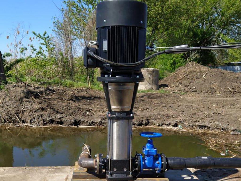 EVR 64-5, 90-4. Электронасос для дождевальной машины барабанной, фото на поливе+
