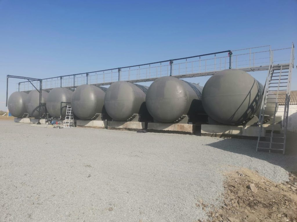 склад хранения кас из 7 ж/д цистерн, общий объем 420м3, монтаж - Агросектор, г.Краснодар